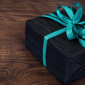 Regala con la gift card benessere alle persone a cui tieni, scegli l'importo che preferisci e la persona che lo riceverà potrà scegliere tra i servizi della Spa e dell'hotel.