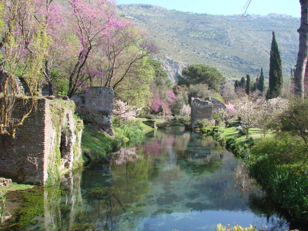 Conosci la città perduta di Ninfa e il suo splendido giardino?