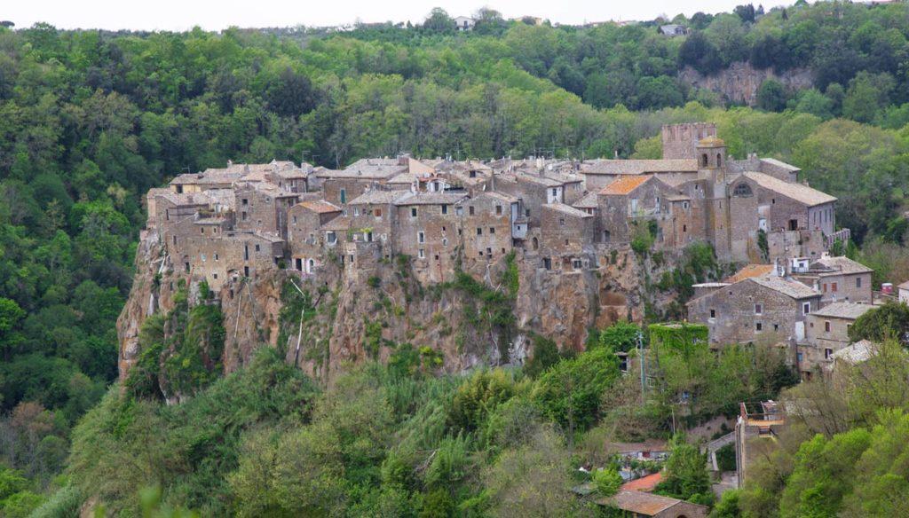 Hai visitato uno dei borghi più belli d'Italia? Subiaco, il primo monastero di San Benedetto.