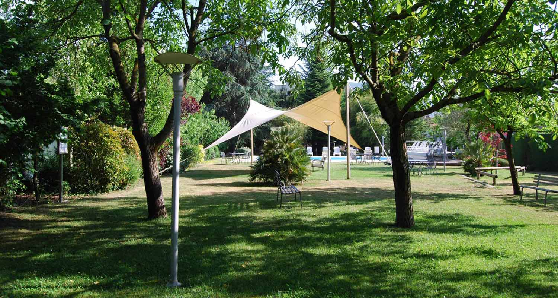 Parco e piscina esterna hotel Fiuggi