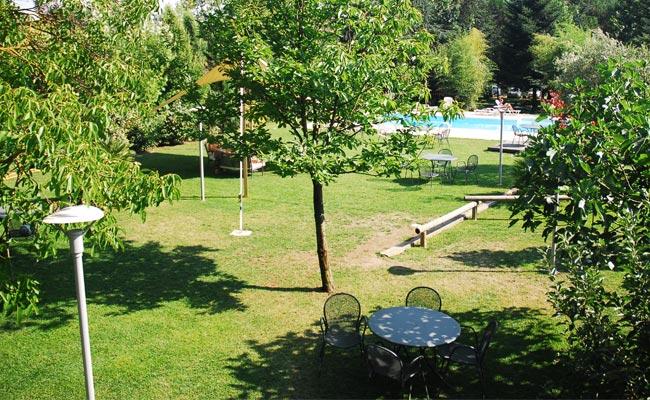parco con piscina esterna