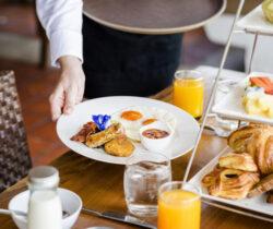 prima-colazione-a-buffet-dolce-e-salato-600x400